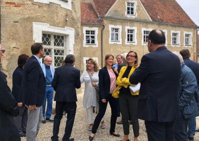 Schloss Huerbel Delegation Staatssekräterin